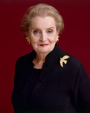 Madeleine Albright: ABD'nin Dışişleri eski Bakanlarından Albright iş hayatına lise öğrencisiyken atıldı. Albright, Denver'de büyük bir mağazada sütyen satarak para kazanıyordu